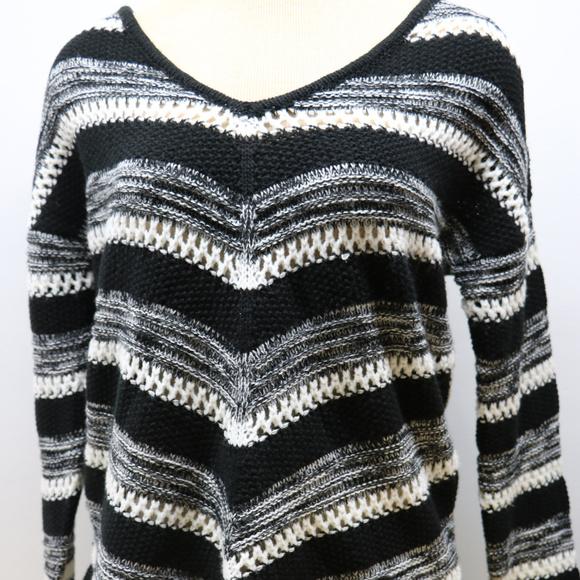 Black & White Knit Woman's Vneck Sweater Large L